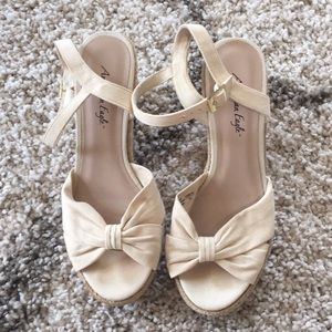 American Eagle Cream Wedges Size 7